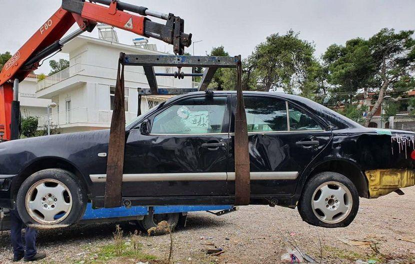 εγκαταλελειμμένα αυτοκινήτα εικόνα